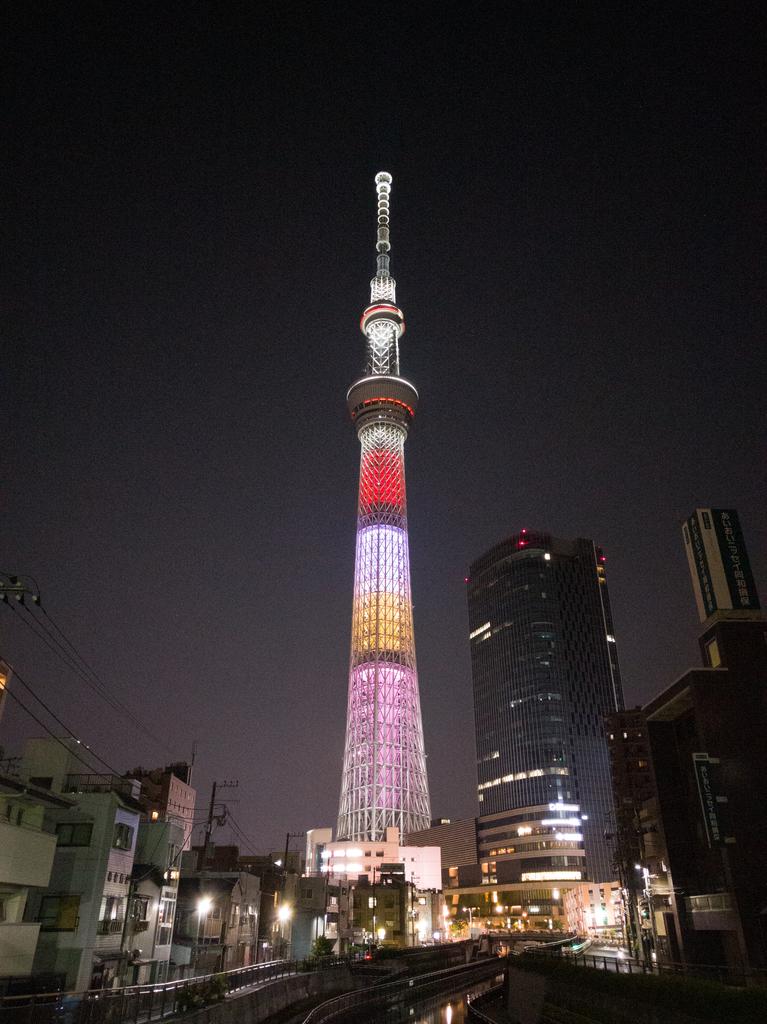スマートフォンで撮影した夜景画像(ISO800)