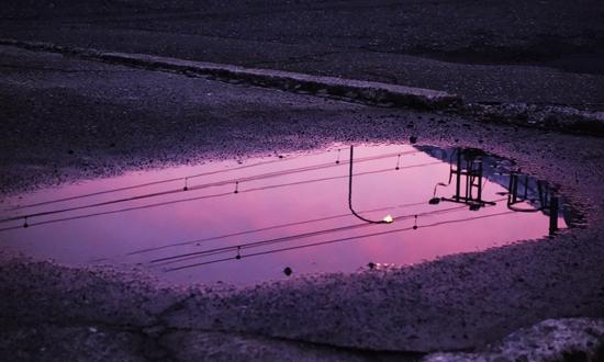 水面に映る夕焼け