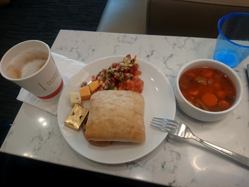 ヒューストン空港ユナイテッドクラブラウンジ食事
