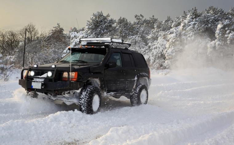 雪道ドライブを安全に楽しむコツ
