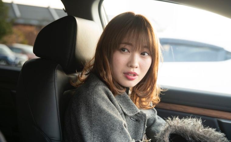 指原莉乃似の女の子とHonda車のModuloでドライブ