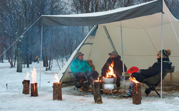 キャンプでファイヤー