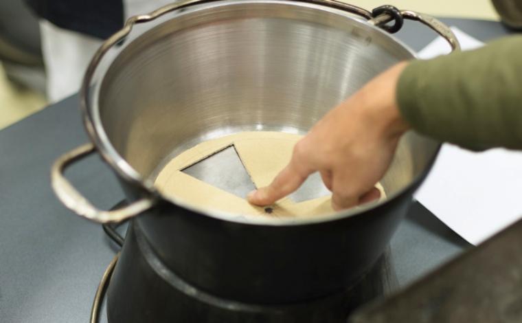 ダッチオーブン製作中