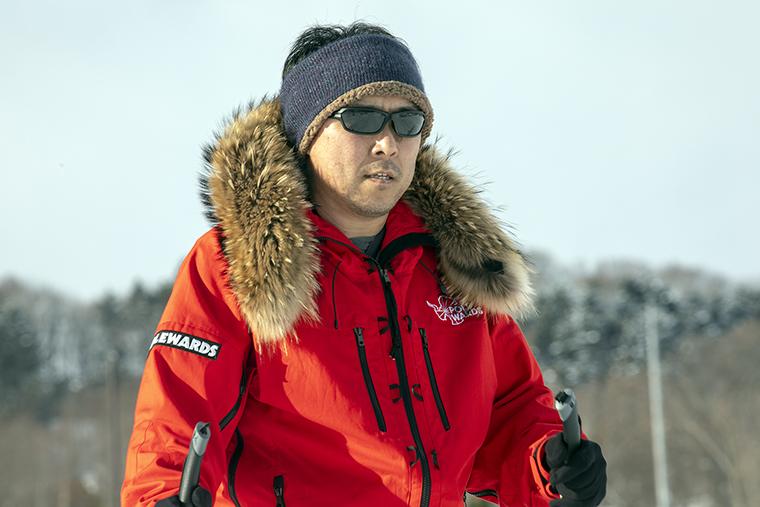 若者たちと北極圏の徒歩行に挑む荻田さん