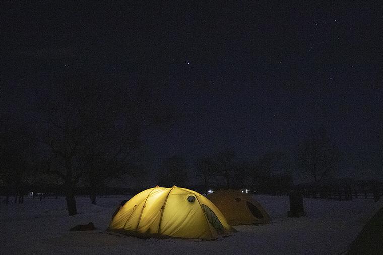 合宿では夜はテントで寝る