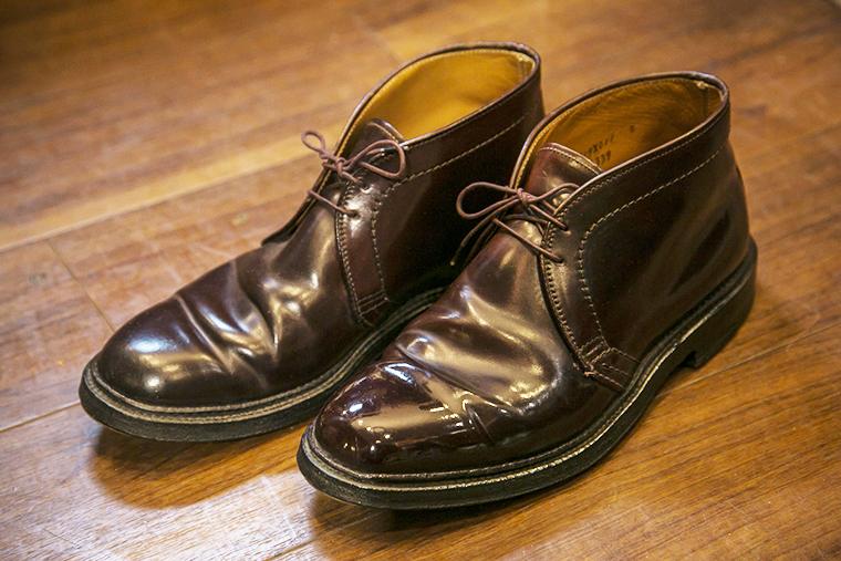 ピカピカに磨かれたコードバンレザーのオールデンの靴