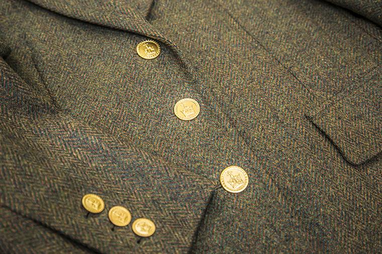 80年代スウェーデン製の金ボタンにチェンジしたジャケット