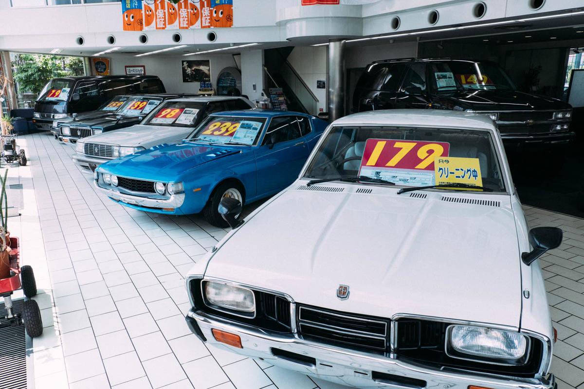大阪府堺市にある輸入車・国産旧車専門店「カースピリッツ」のショールーム