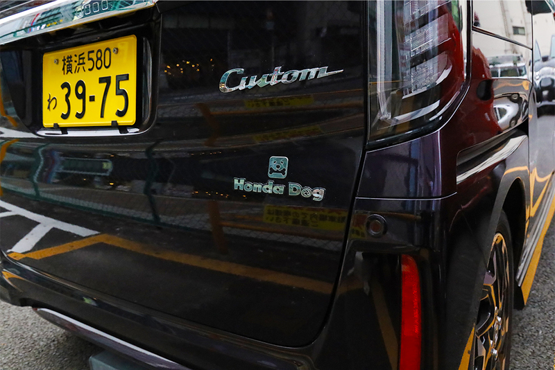 Honda EveryGoのペット用品対応のクルマは可愛いエンブレムが目印