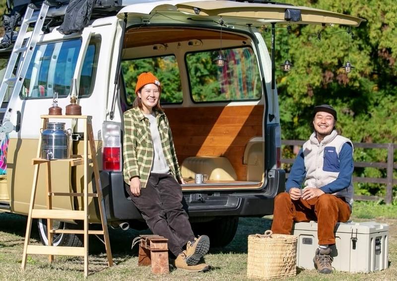 カエライフフェス2020に出演するアウトドアプランナー、「キャンプ民泊NONIWA」オーナーの野あそび夫婦・アオさんとエリーさん