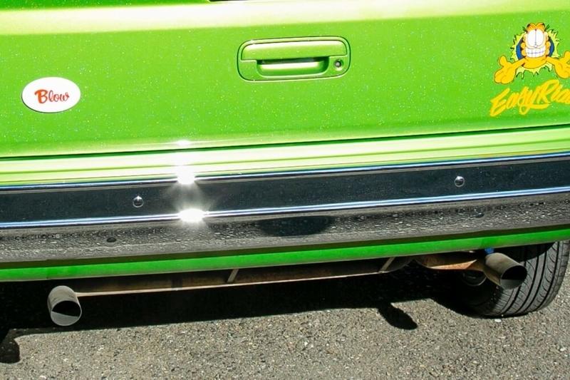 ブローのアメ車レトロカスタム。Honda・バモスがベースのイージーライダーの2筒排気口