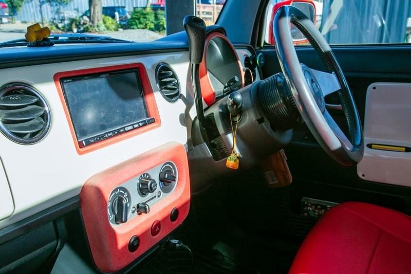 ブローのアメ車レトロカスタム。スズキ・ラパンがベースのハイライダーピックアップ660のインパネ周り