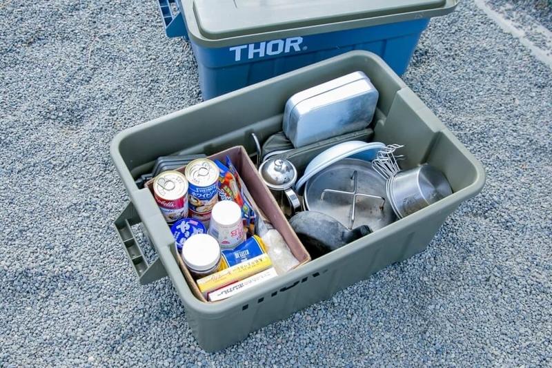三沢真実さんのキャンプギアやアイテムの紹介。食料品を入れているボックス