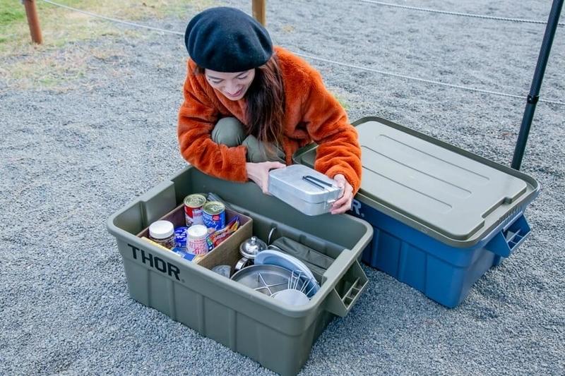 三沢真実さんのキャンプギアやアイテムの紹介。用途に合わせてボックスを使い分けている