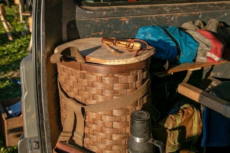 クルマ×アウドドアのイベントLet's Chill Out! 長野修平さんの愛車・日産キャラバンに載せているDHLUTH PACK(ダルースパック)のウッドバスケット