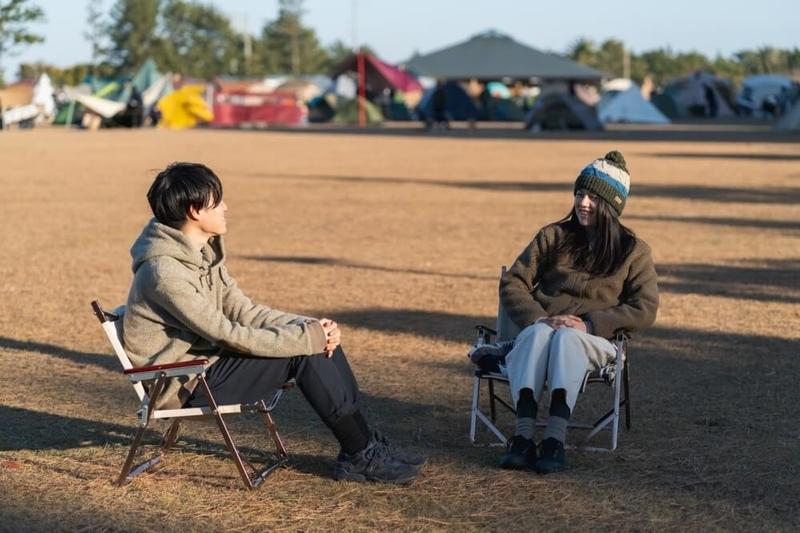N-VANで車中泊・キャンプ、ゆるキャン聖地巡りを楽しむ野外のもりこさん夫婦インタビュー風景