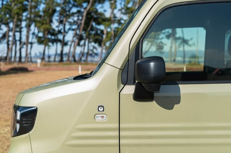 Hondaの軽自動車N-VANのドアミラーカバー(艶消しブラック)