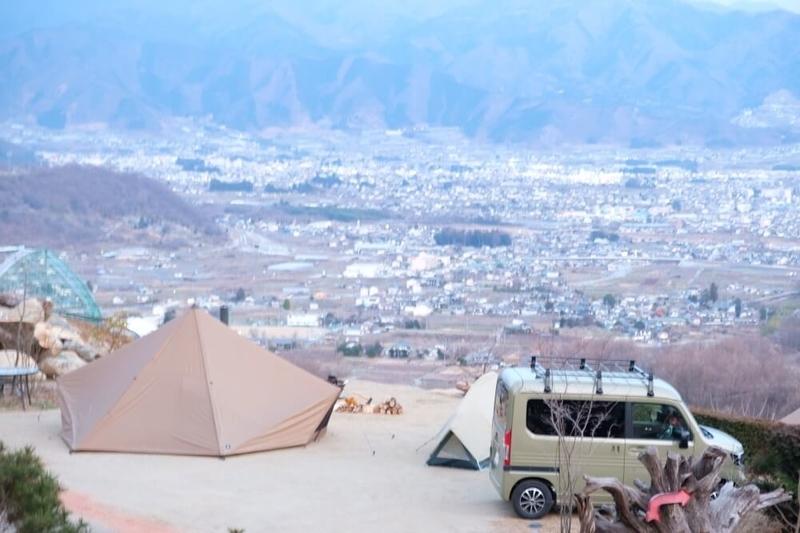 ゆるキャンの聖地パインウッドキャンプ場でふたりソロキャンプを楽しんだときの写真