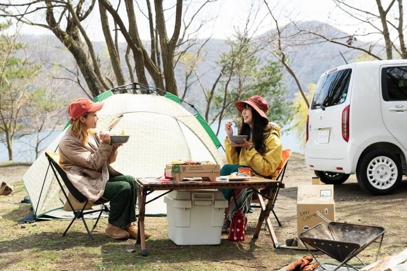 デイキャンプを楽しむ森風美さんと内舘綾子さん