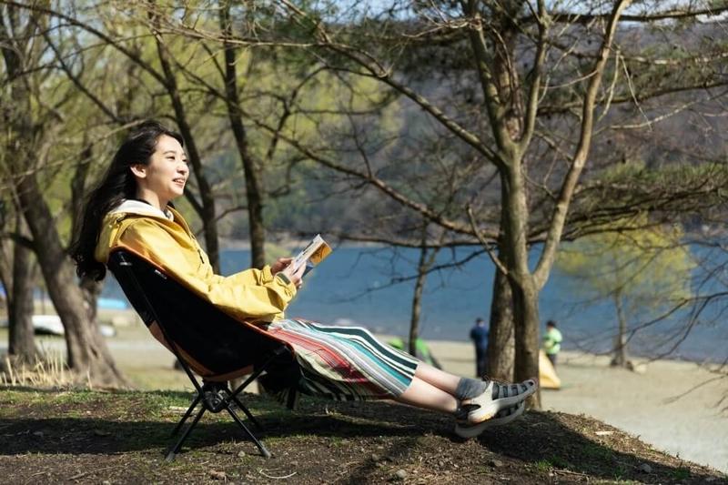 デイキャンプの楽しみ方。風を感じながら読書を楽しむ