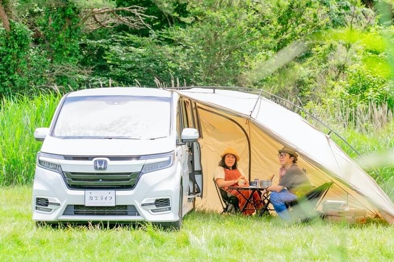 HondaのミニバンSTEP WGNに「カーサイドリビング」を設置した画像
