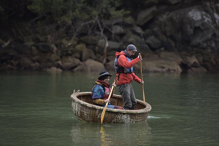 ザルに乗るヒロリと池ちゃん
