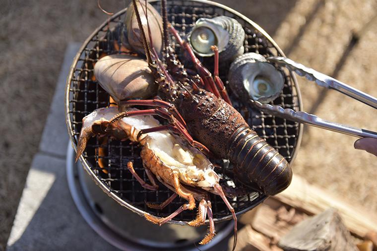 海産物を焼く様子