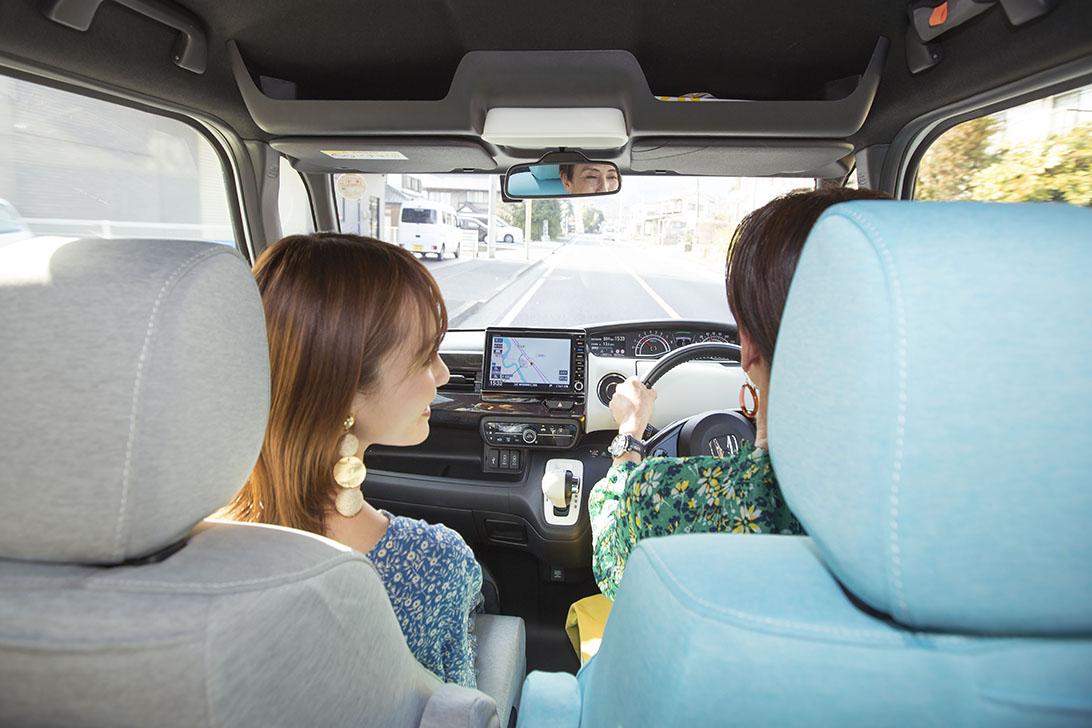北欧風の車内で親子の会話も盛り上がる