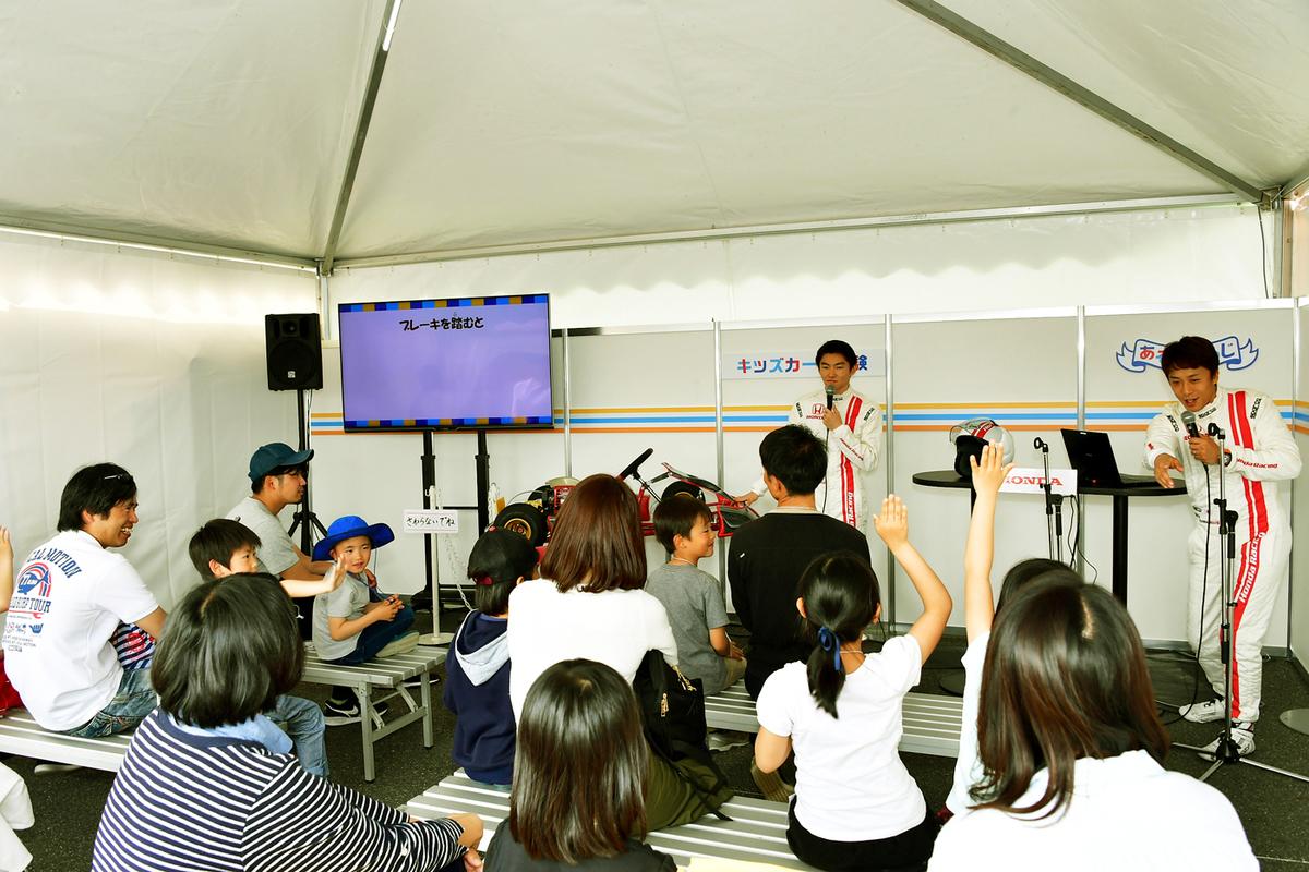 この日の講師は、SUPER GTなどのレースで活躍中の伊沢 拓也(いざわ たくや)