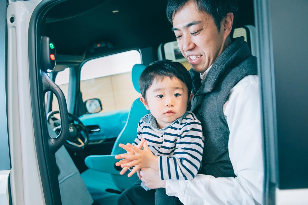 菅野さんパパと息子さんがメロちゃんボタンに挑戦する様子