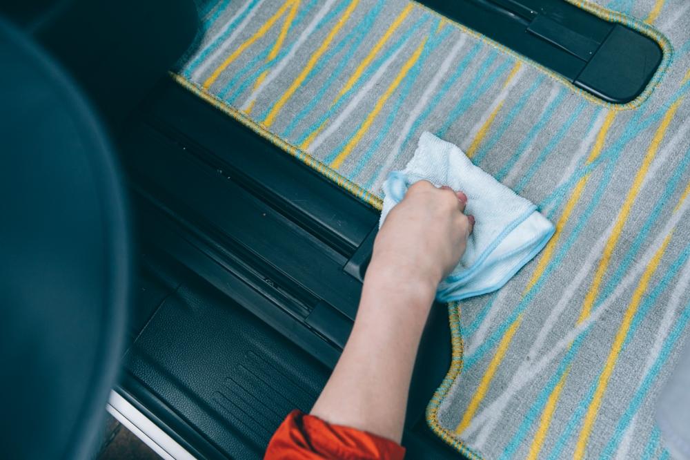 フロアマットの拭き取り法