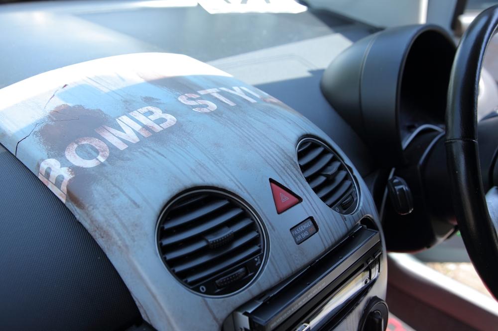 サビ塗装をスキャンしたカッティングシートを内部に張り付けたビートル
