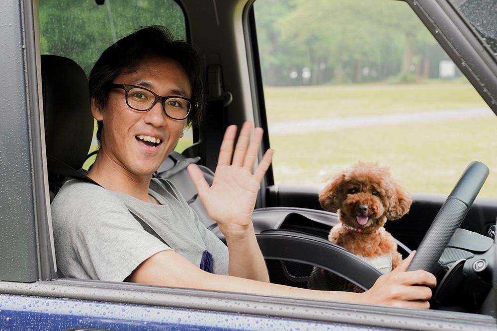 Hondaのステップワゴンに乗るトイプードルのココアちゃんと飼い主の関さん