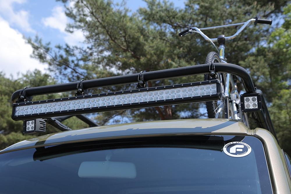 自転車もサップものせられるハードカーゴキャリア