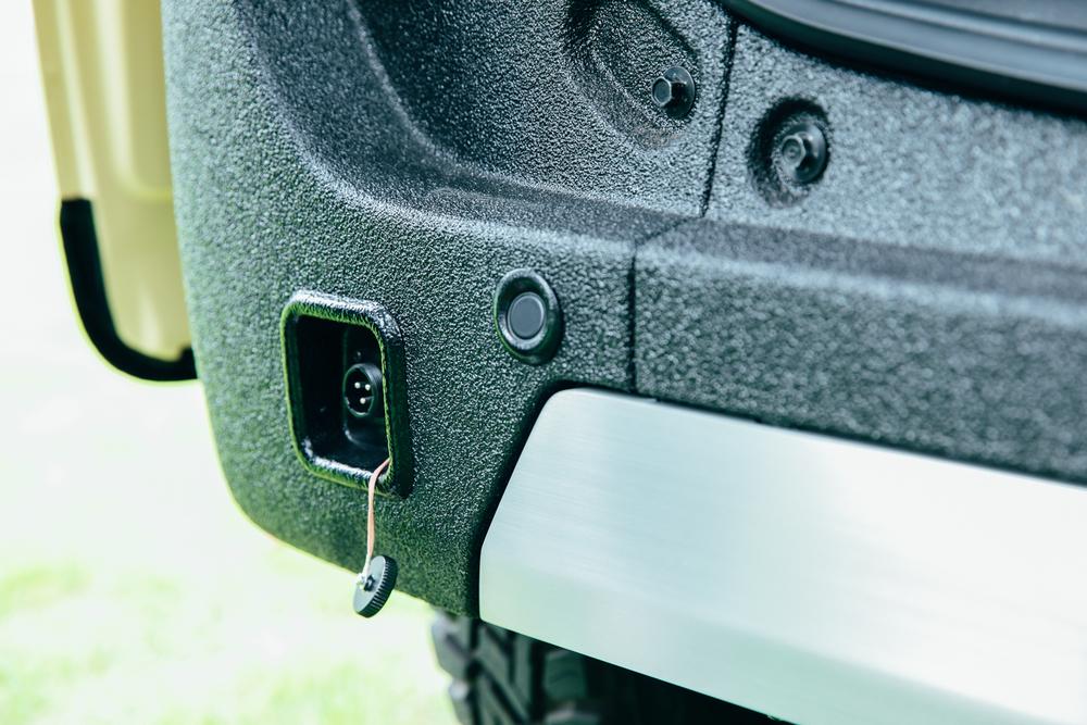 N-VANの純正アクセサリー「外部電源入力キット」はエンジン停止中でも車内で電化製品を使える
