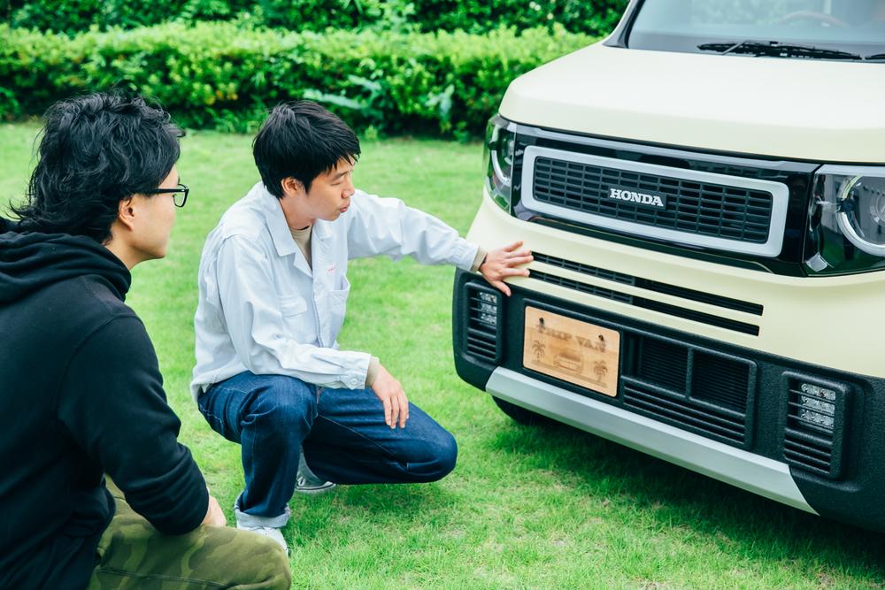 Hondaのコンセプトモデル「TRIP VAN」の説明をするホンダアクセス商品企画部デザイナーの渡邊岳洋さん
