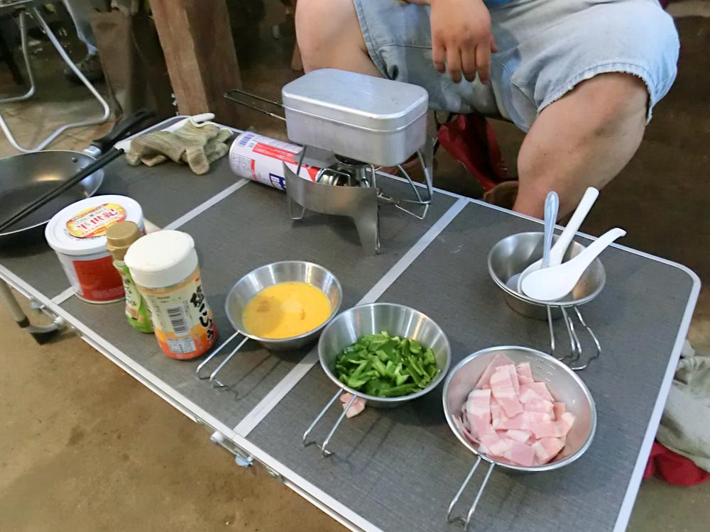 料理の準備をする様子