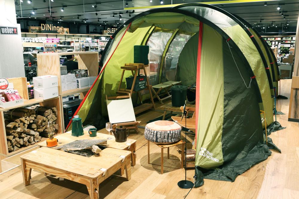 テントを設置した店内の様子