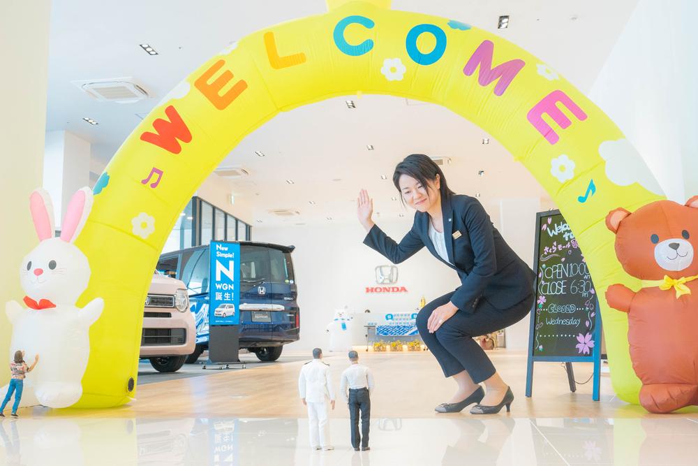 Honda Cars 東京西 さくらモール羽村店の比留間<br>店長。