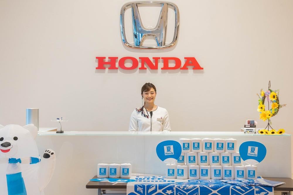 Honda Cars 東京西 さくらモール羽村店の受付。