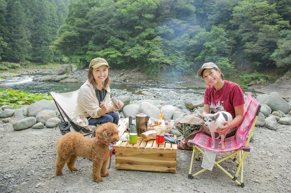 芳美リンさんがペットと一緒にキャンプ
