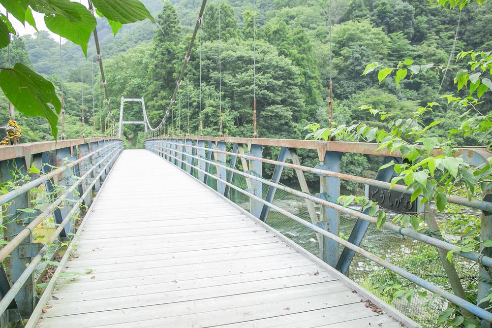 青野原野呂ロッジキャンプ場の吊り橋