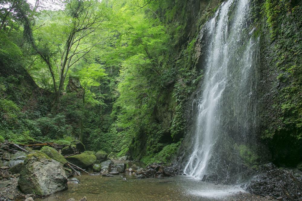 青野原野呂ロッジキャンプ場の滝