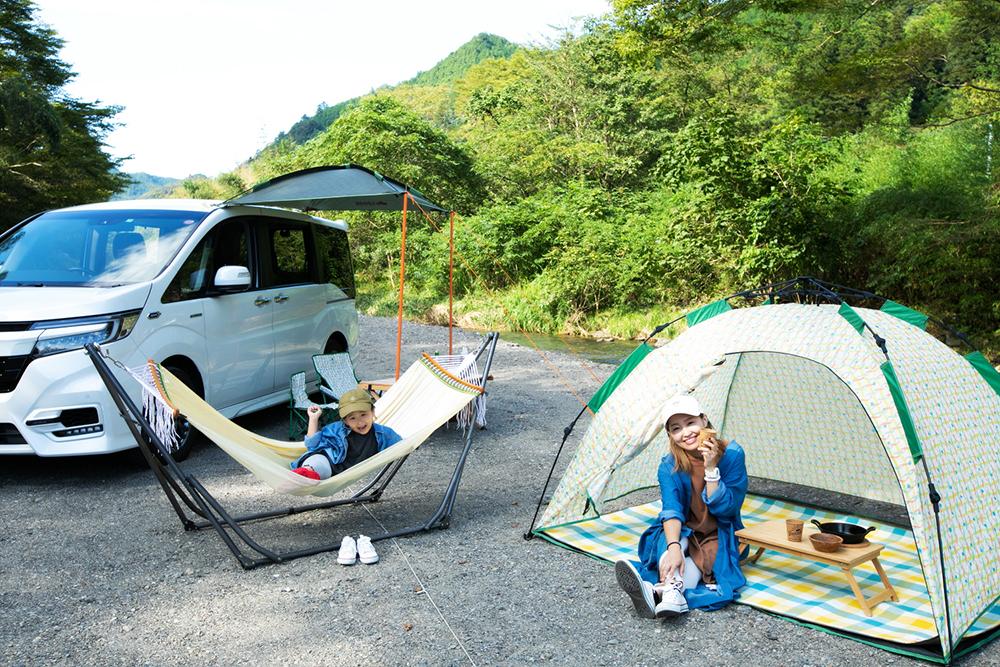 デイキャンプを楽しむ親子