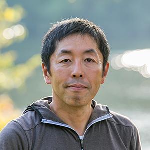 亀山湖で釣りする加美さん