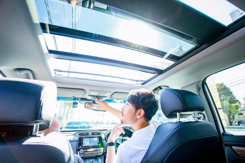 HondaのSUV「CR-V」とバチェラー小柳津林太郎