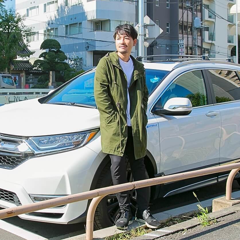 バチェラー小柳津林太郎のドライブデート、ファッションはカジュアルに