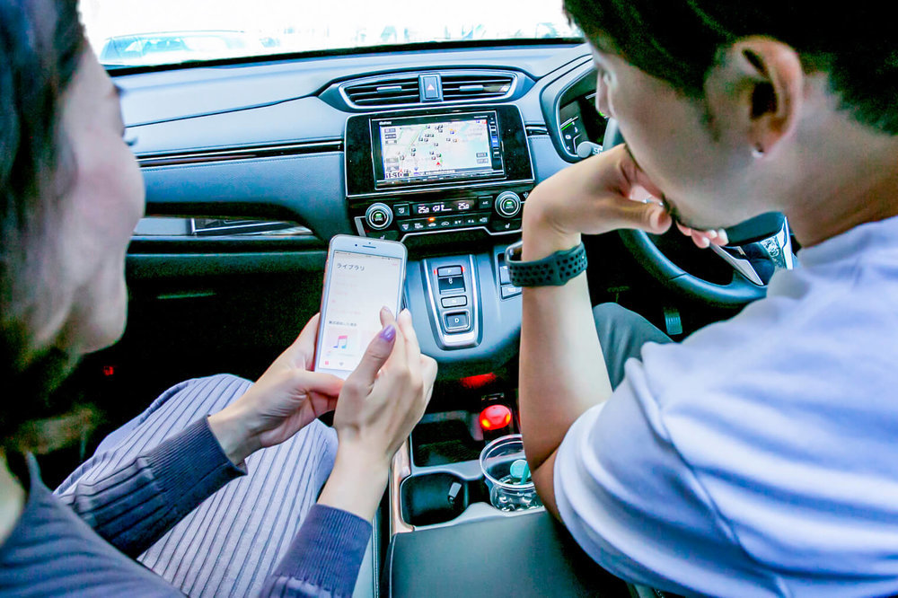 HondaのSUV「CR-V」でバチェラー小柳津林太郎のドライブデート