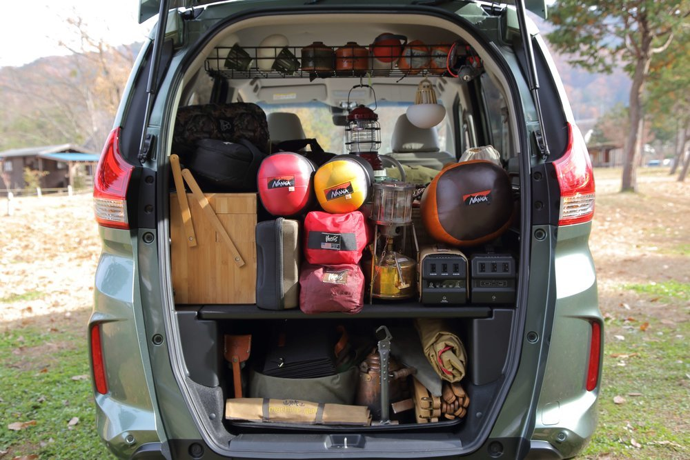 フリード+に家族3人分のキャンプ道具を積載した様子