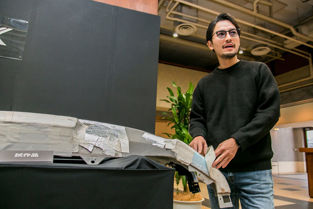 VEZEL Modulo Xの試作品を見る小柳津林太郎